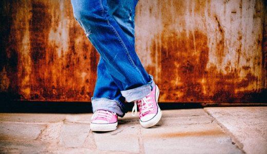 足をクロス立ちする癖がある人の心理!女性よりも男性が多い