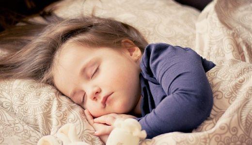 丸まって寝る癖がある人の心理!子供と大人の性格を徹底解説